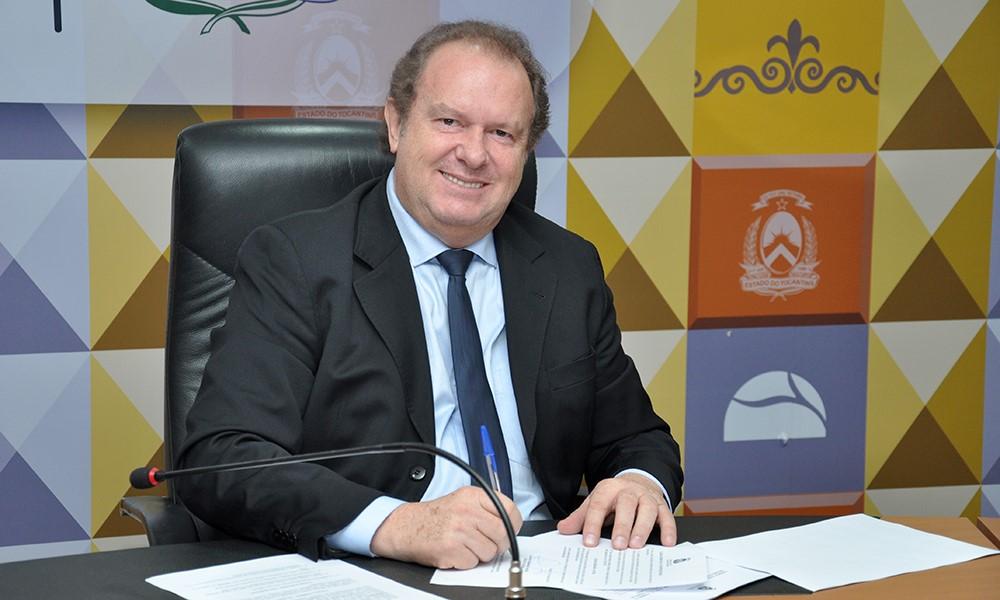 Governador Carlesse assina decretos que renovam reconhecimento de cursos da Unirg