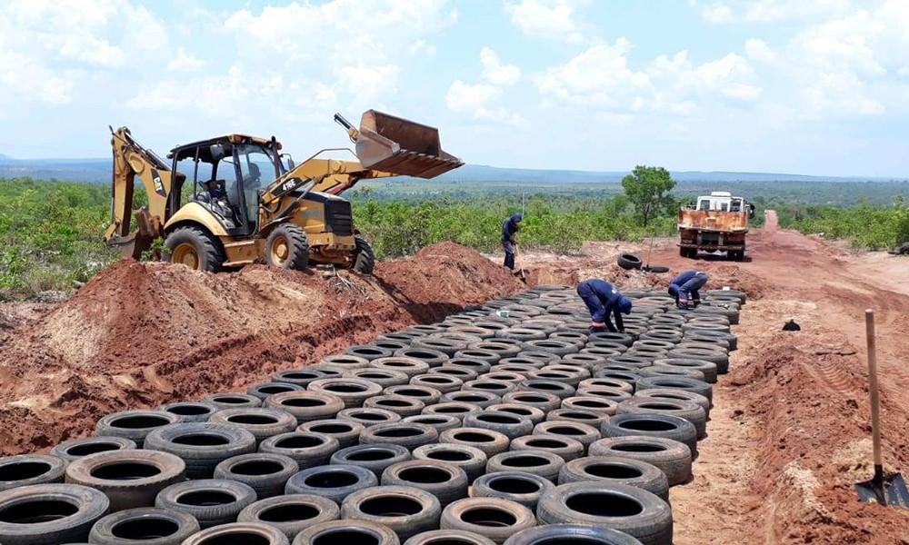 Governo reutiliza pneus descartados para recuperação de pontos críticos em estradas do Jalapão