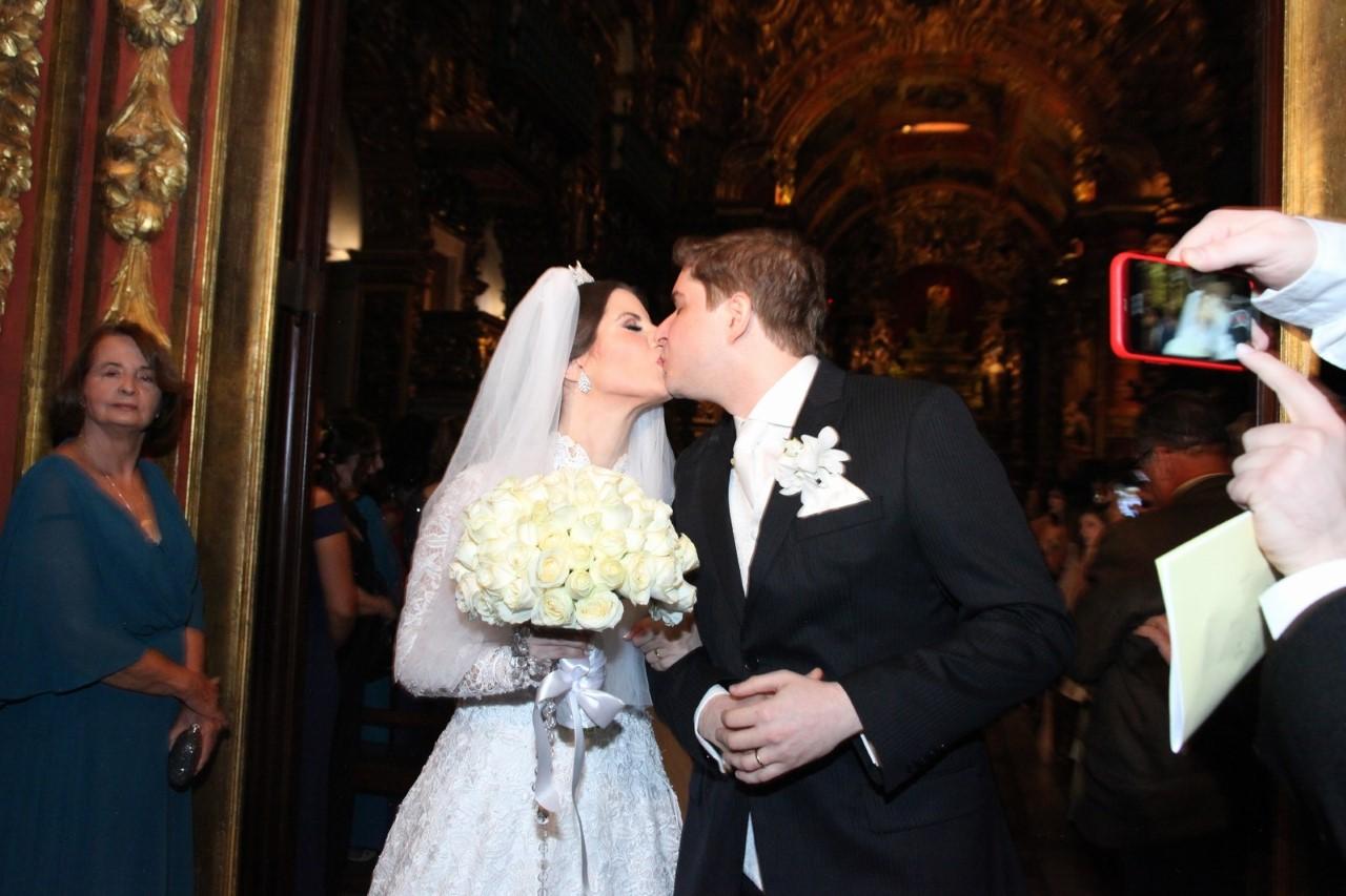 Atriz Evelyn Montesano e Rodrigo Hartz formalizaram a união estável no Mosteiro de São Bento