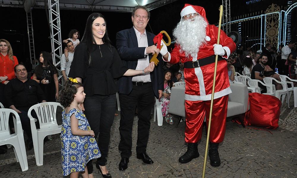 Governador Mauro Carlesse abre oficialmente Cantata de Natal e recepciona Papai Noel no Palácio Araguaia