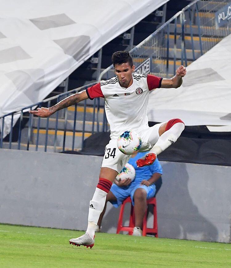 Clima, velocidade do jogo e cultura, Renner, ex-Figueirense, completa dois meses nos Emirados Árabes Unidos e aponta diferenças em relação ao Brasil