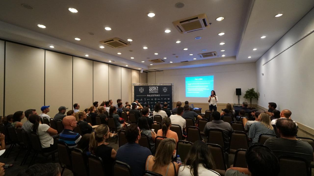 Encontro Internacional de Treinamento alia teoria e prática para o desenvolvimento do tênis