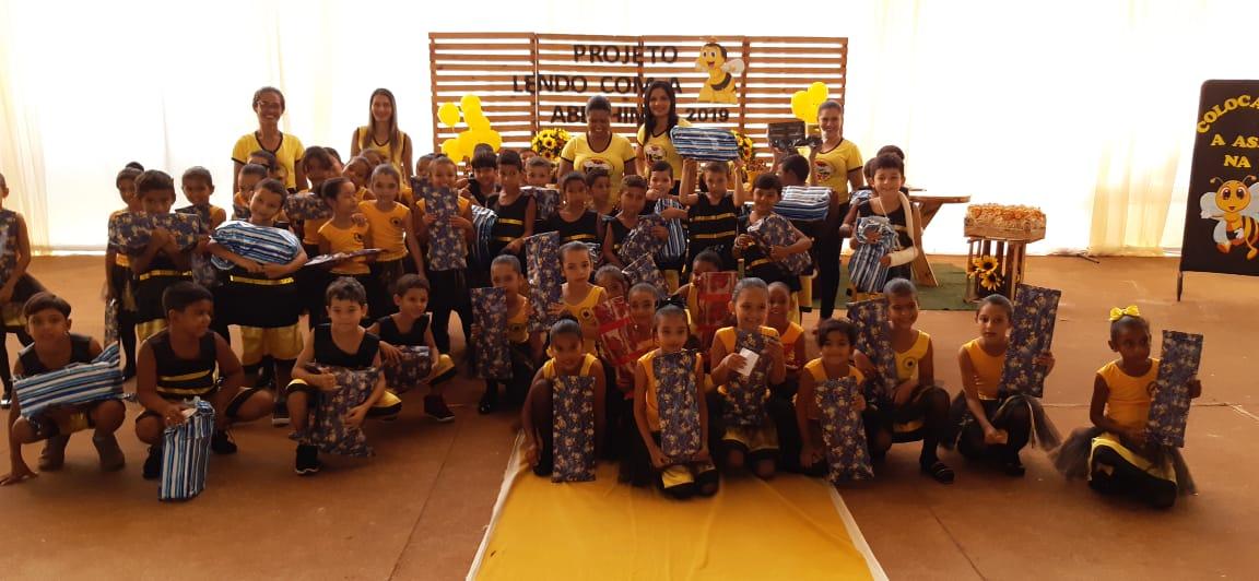 Projeto 'Lendo com a Abelhinha' é promovido aos alunos do 1º ano da rede de ensino municipal de Tabocão