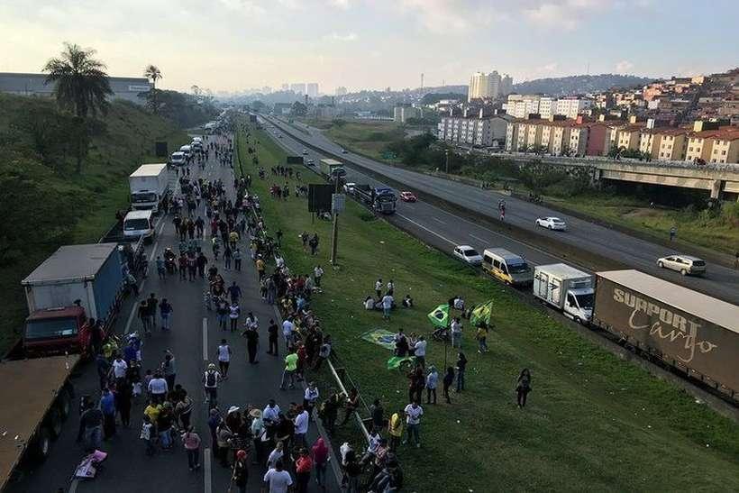 Caminhoneiros pressionam, mas governo descarta greve na semana que vem
