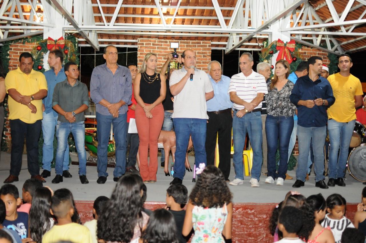 Durante evento natalino, prefeito Saulo Milhomem anuncia retomada das obras da Creche do Setor Mustafá Bucar