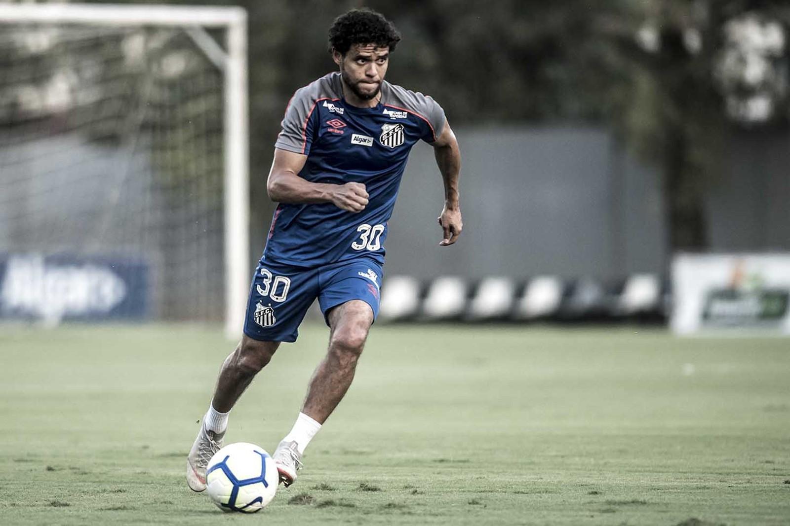 Além de Victor Ferraz: Grêmio mira contratação de dois jogadores para lateral direita