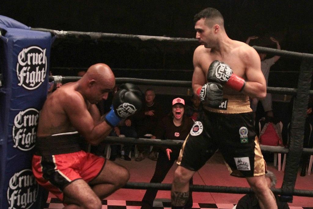 O campeão brasileiro Fernando Cruel disputa três títulos internacionais no Batalha Boxe em fevereiro