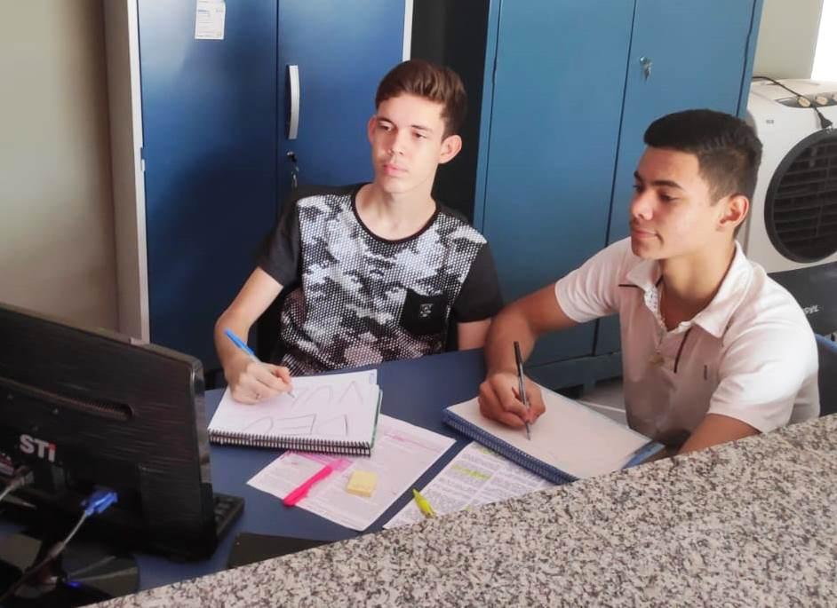 Estudantes de escolas públicas do Tocantins comemoram notas acima de 900 na redação do Enem