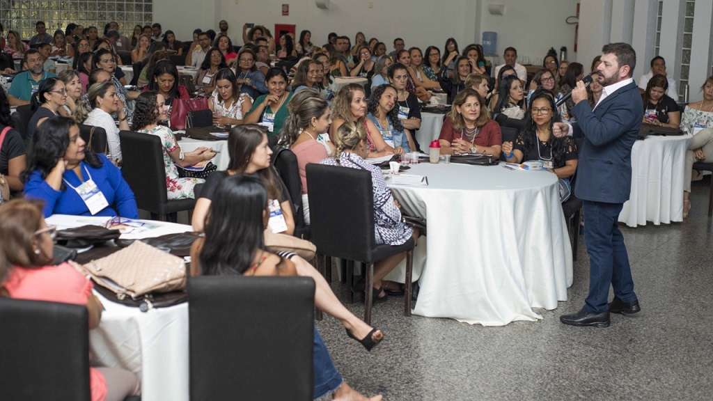Educadores participam de Curso de Liderança e Gestão Educacional em Palmas