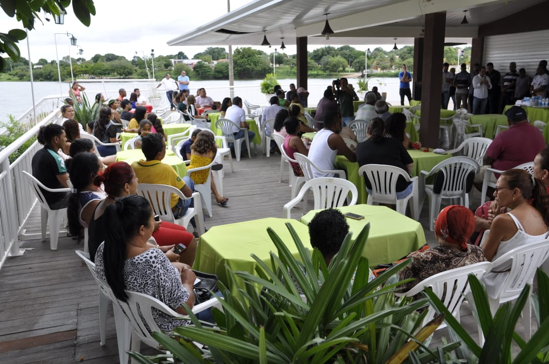 Cerca de 200 pessoas prestigiaram a posse da nova presidência da Associação dos Comerciantes da Orla e da Praia Porto Real