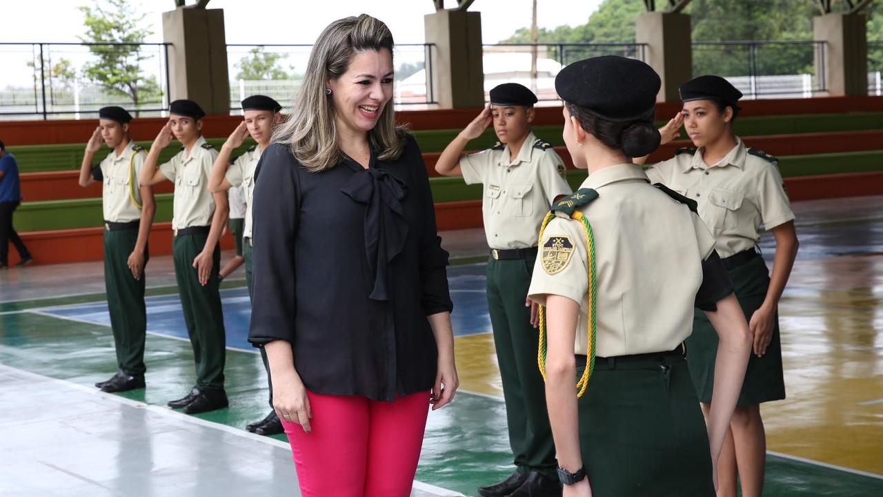 Prefeita inicia ano letivo em Palmas com aula inaugural na ETI Caroline Campelo