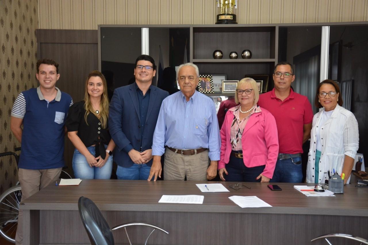 Prefeito Moisés Avelino recebe visita da equipe da UMA