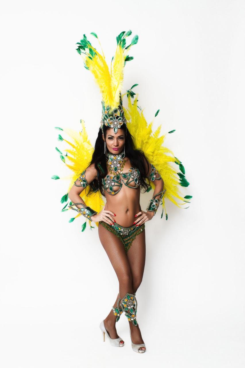 """Brasileira faz sucesso na Alemanha após vencer concurso de samba na TV """"Aqui não existe preconceito pelo samba"""""""