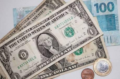 Dólar engata 7° pregão de alta e supera R$4,45 por coronavírus