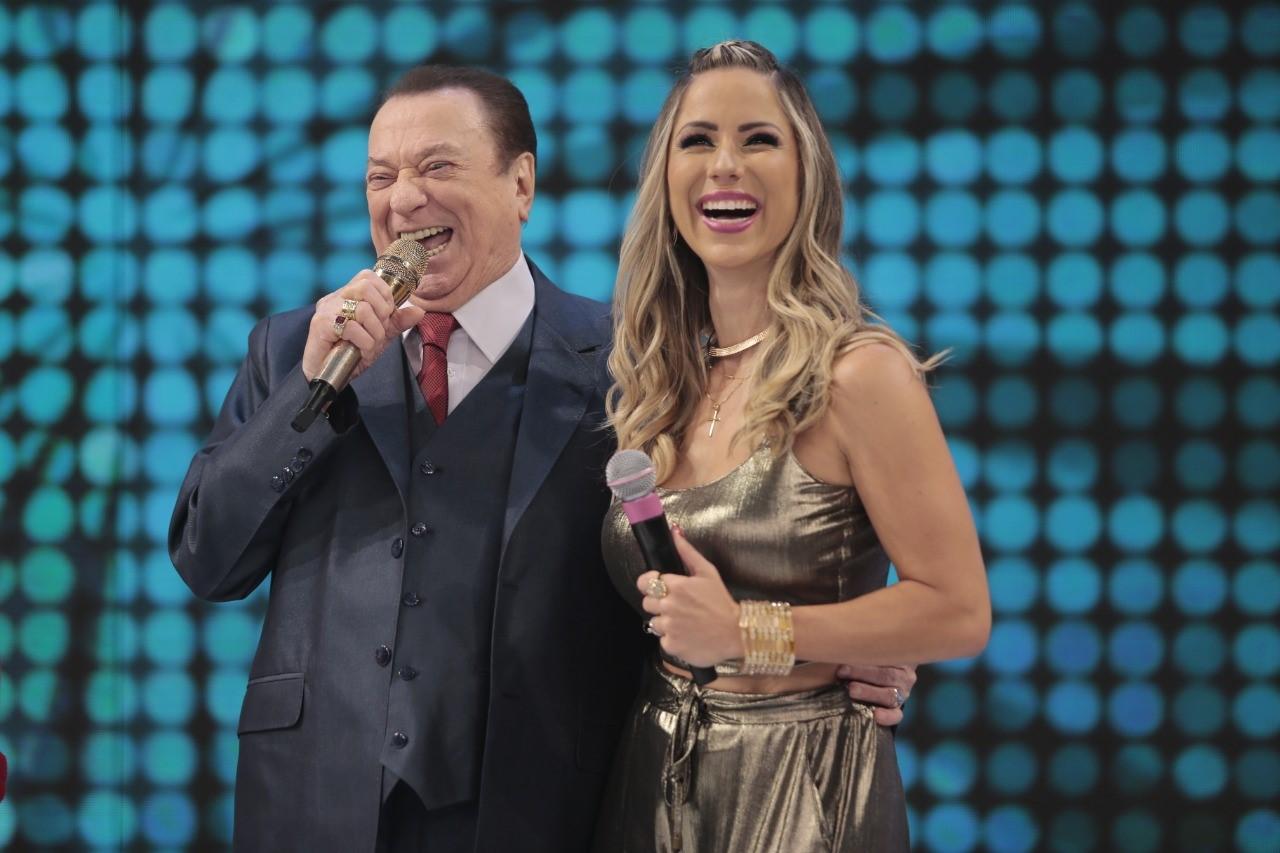 """Raul Gil terá trio elétrico do """"Vovô Raul"""" no Carnaval de Salvador com a cantora Luana Monalisa"""