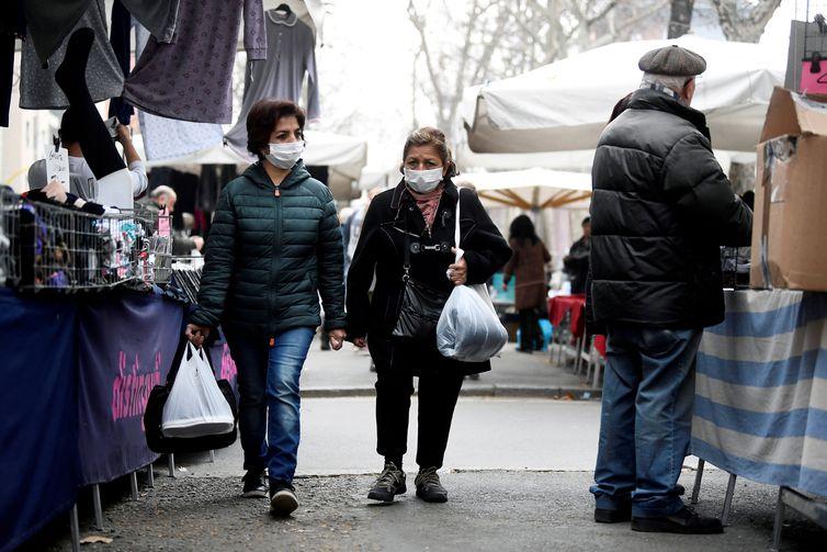 Novo coronavírus esvazia igrejas e museus de Milão