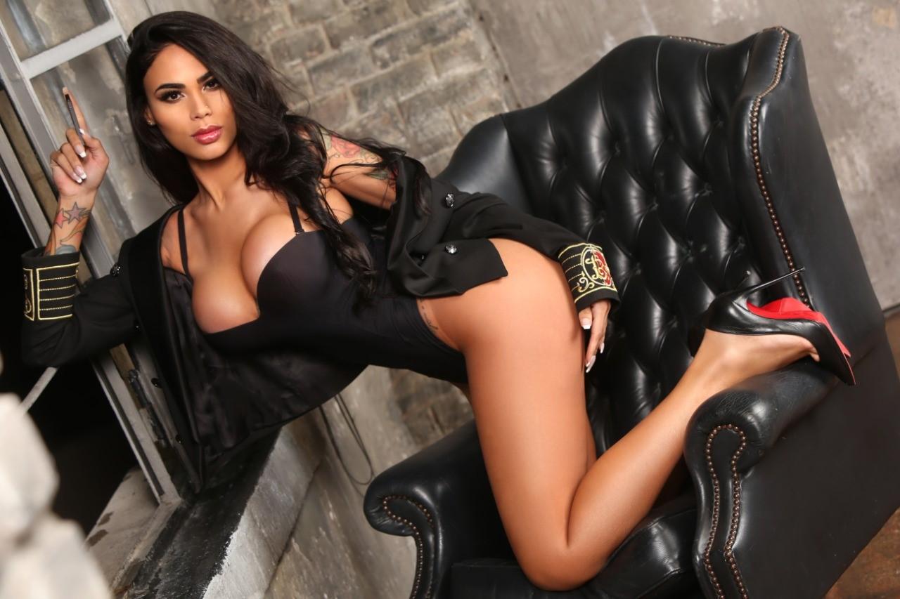 Fim da Playboy nos EUA: Modelo brasileira é estrela de última edição impressa no mundo