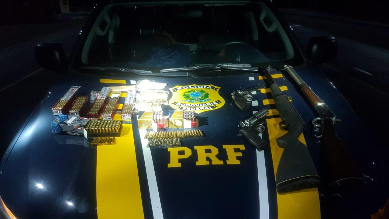 PRF apreende arsenal de armas de fogo e munições