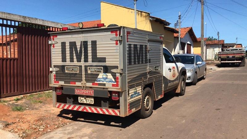 Idoso é encontrado morto dentro de casa em Araguaína; objetos, cartões e documentos são encontrados com suspeito