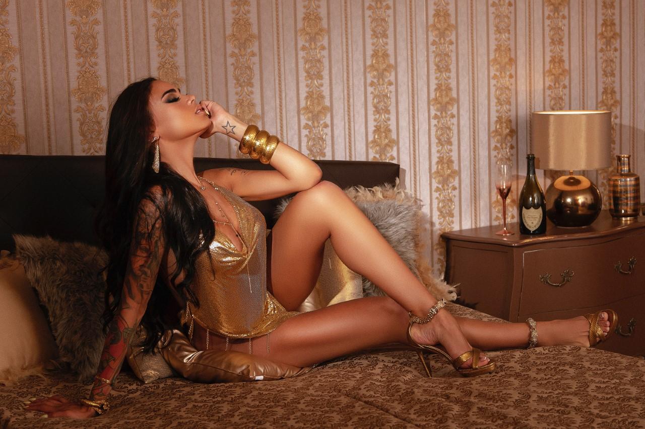 Brasileira capa da Playboy Espanhola espera ter recorde de vendas por causa da quarentena