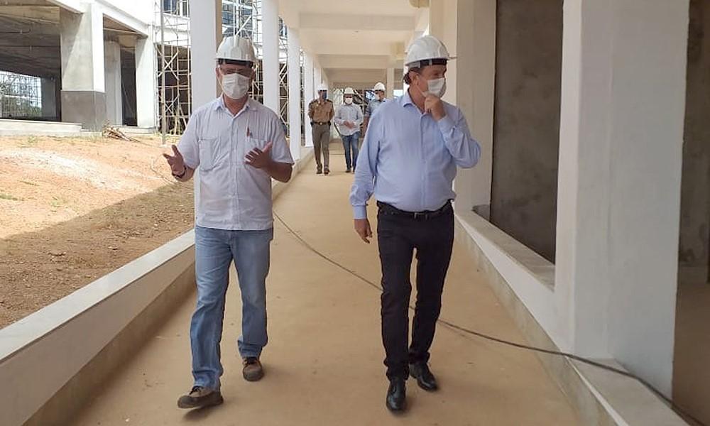 Governador Carlesse vistoria obra do Hospital Geral de Gurupi e afirma que Estado busca manter ações prioritárias