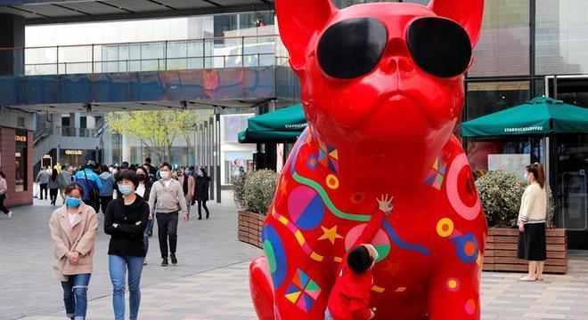 China vê casos ativos de covid-19 caírem e começa a voltar ao normal; Quarentena termina na quarta, 8