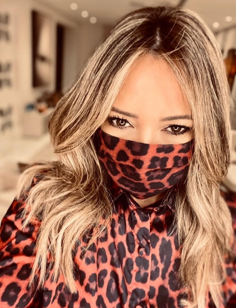Adriana Restum lança coleção de máscaras e ganha carinho de famosos