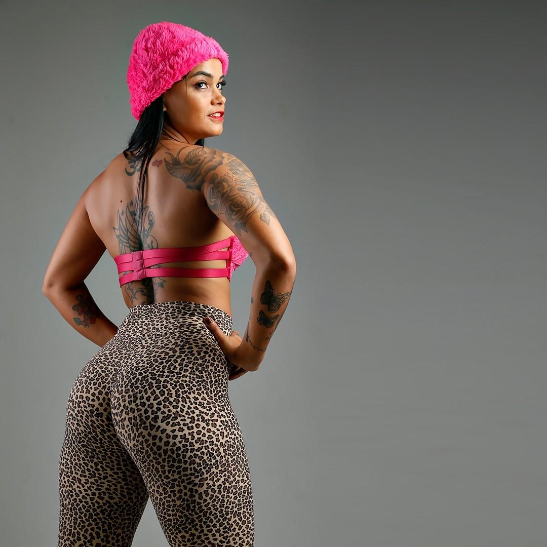 Musa fitness Lina Almeida exibe novas formas em ensaio sensual