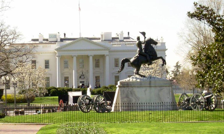 Mordomo da Casa Branca que trabalhou com 11 presidentes morre por covid-19