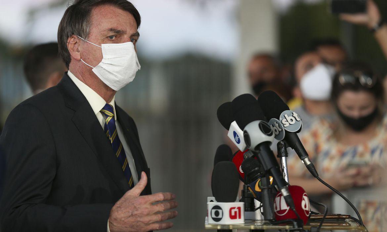 'É o destino de todo mundo', afirma Bolsonaro após lamentar mortes por coronavírus