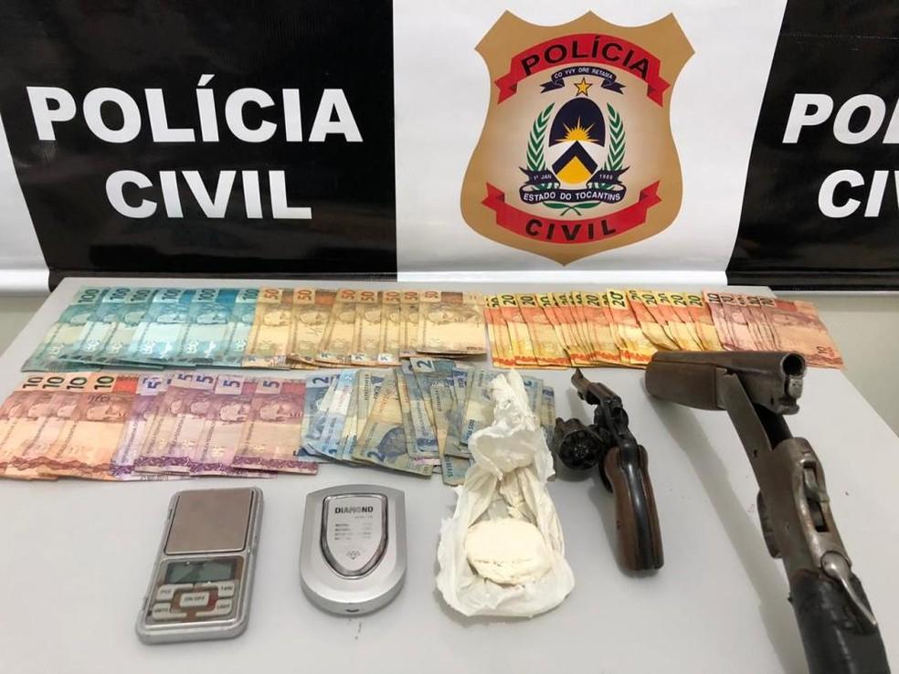 Suspeitos de tráfico de drogas são presos com crack, cocaína e armas de fogo