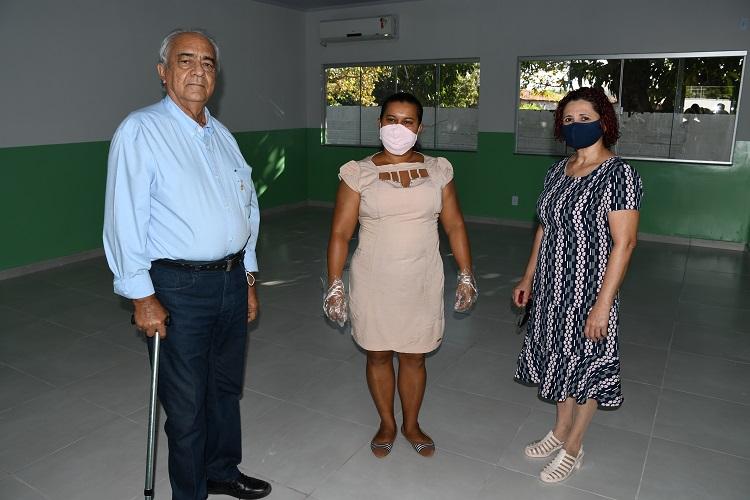 Moisés Avelino visita obra concluída na Escola Municipal Bernardo Sayão, no Distrito de Santana