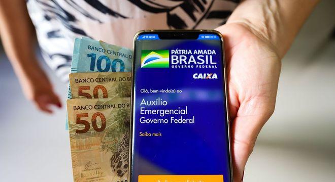Como antecipar saque do auxílio de R$ 600 e do FGTS com boleto ou cartão