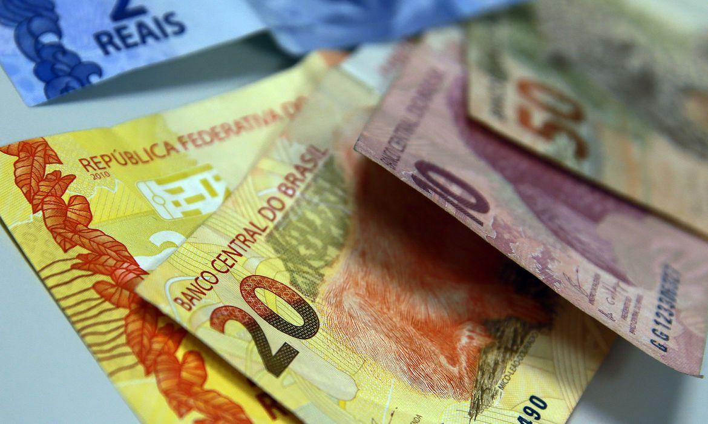 PIS emergencial pode pagar até R$ 1.045 para todos este ano