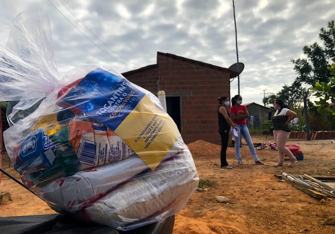 Governo do Tocantins continua entrega de cestas no Vale do Araguaia