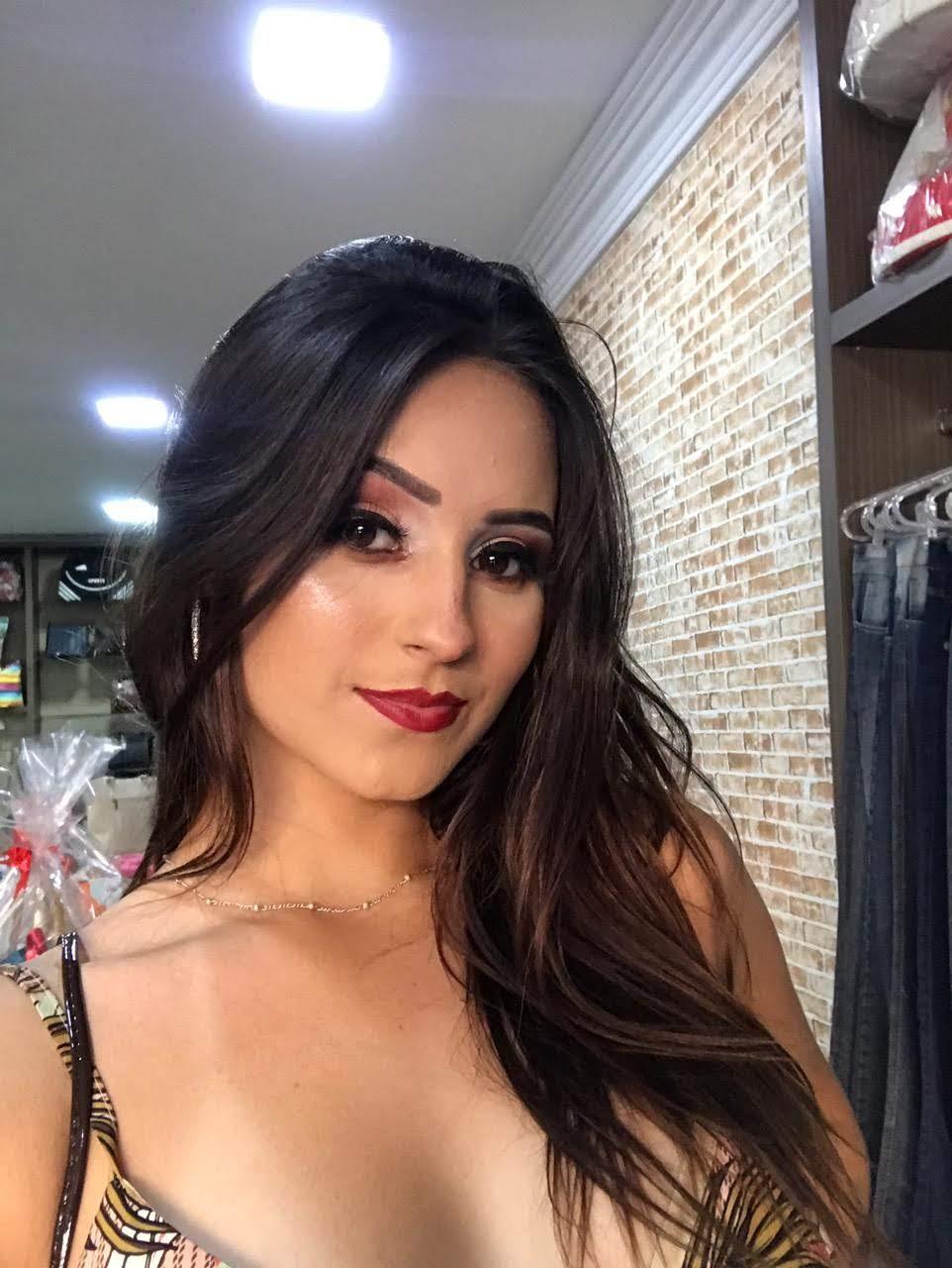 Modelo multi talentos Paulinha Torezani ganha projeção artística