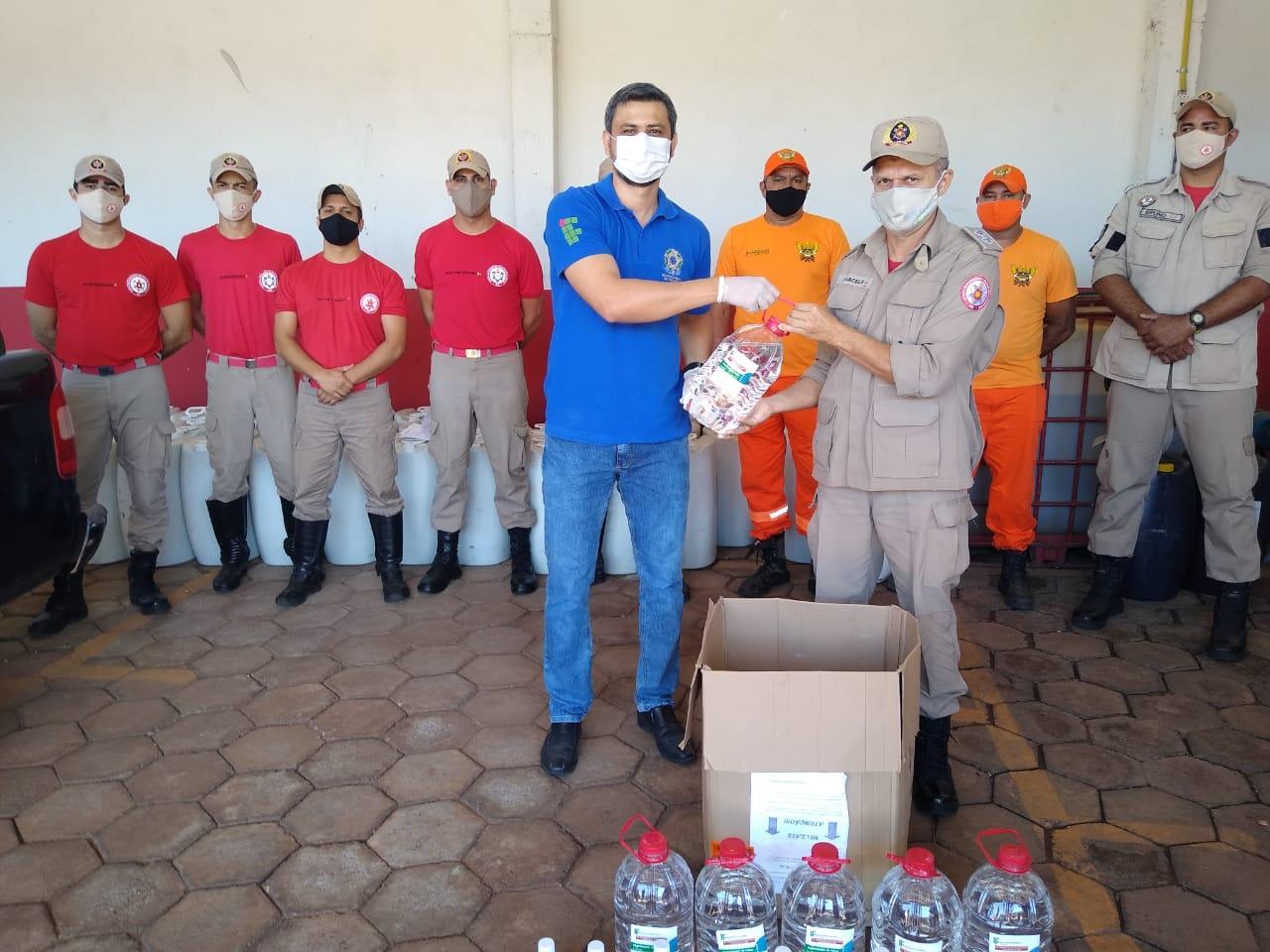 Em Paraíso, IFTO entrega gratuitamente álcool produzido por técnicos e estudantes da instituição