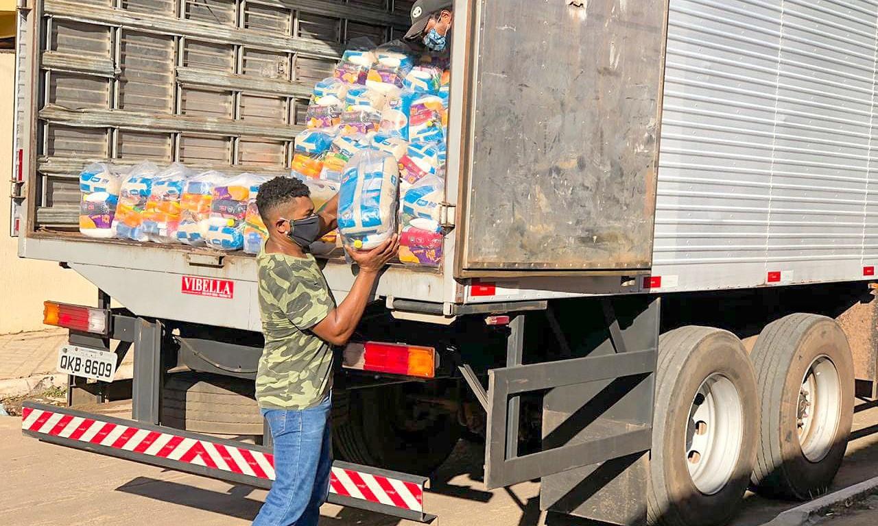 Governo do Tocantins atende mais 5 mil famílias com cestas básicas na região norte