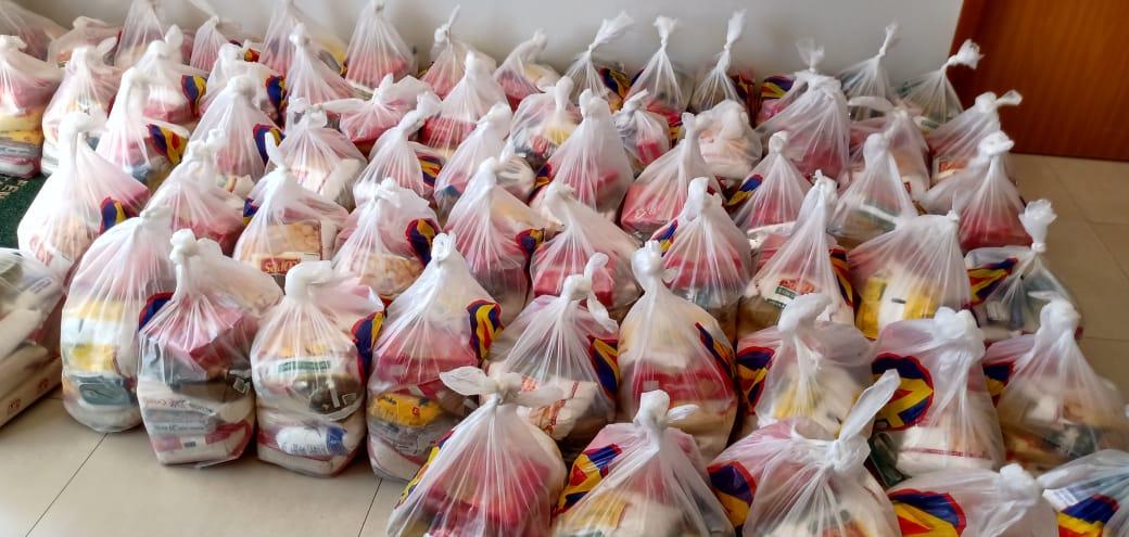 Sindifiscal entrega cestas básicas arrecadadas em campanha solidária