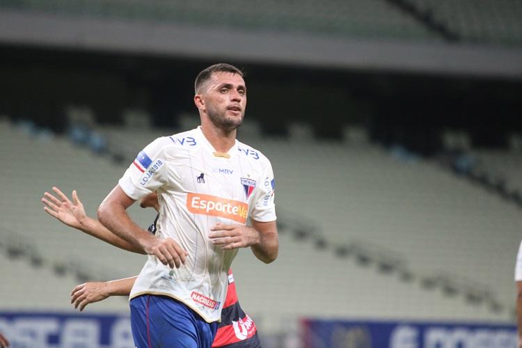 Edson Cariús comemora gol pelo Fortaleza
