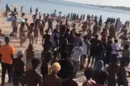 Jovens com facas agridem uns aos outros nas praias do sul de Portugal