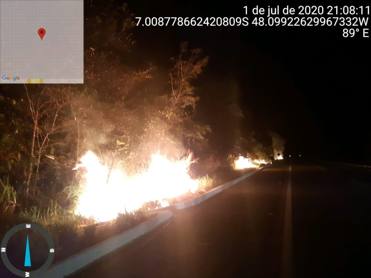 Queimadas nas Rodovias – PRF flagra homens causando incêndios às margens da BR 153