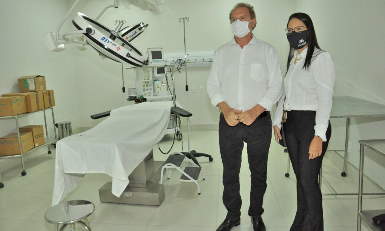 Governador Mauro Carlesse vistoria instalações de hospital contratado para atender pacientes da Covid-19