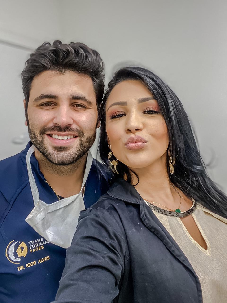 Jenny Miranda vai a Belo Horizonte para mais uma sessão de harmonização facial