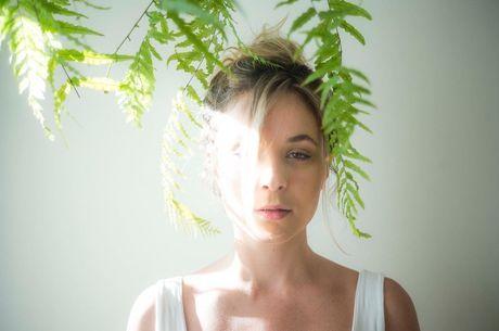 Juliana Lohmann relata ter sido estuprada por diretor aos 18 anos
