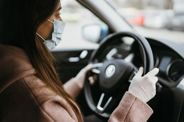 Transmissão do novo coronavírus pelo ar faz o carro ser aliado e vilão da saúde pública