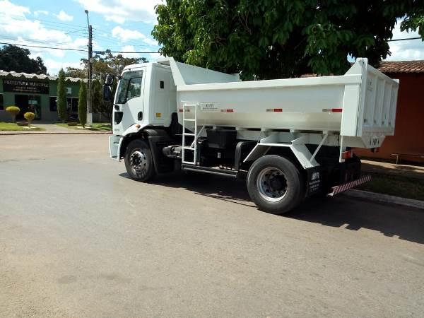 Prefeitura de Dois Irmãos adquire novo caminhão caçamba
