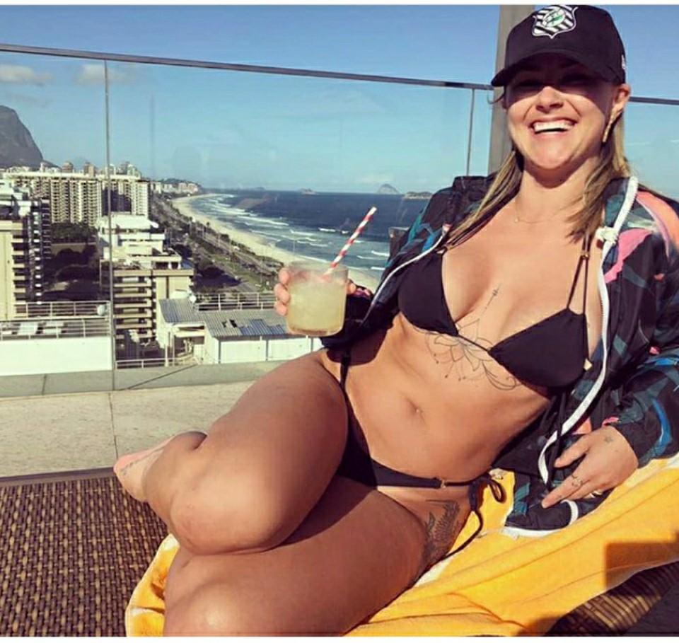 Modelo Rafaela Zandonay disputa para ser Musa do Figueirense