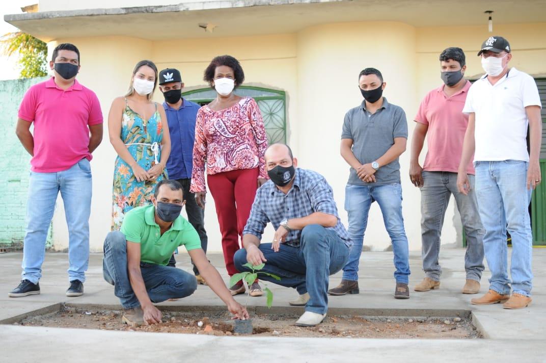 Prefeito de Miracema entrega primeiras obras do Projeto Calçada Solidária