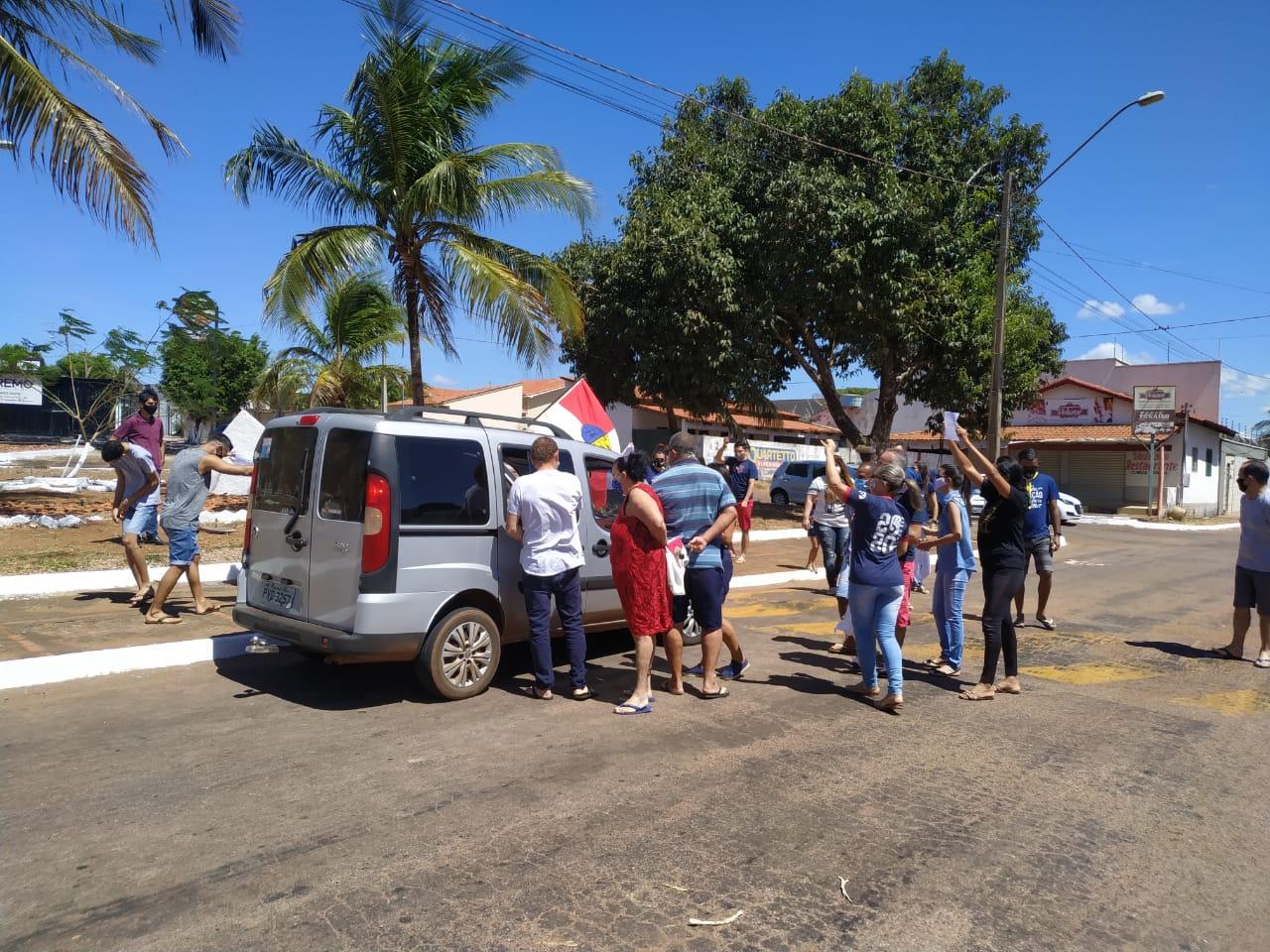 Em homenagem à recuperação do advogado Gilberto Lucena, amigos e familiares se reúnem para recebê-lo em Paraíso